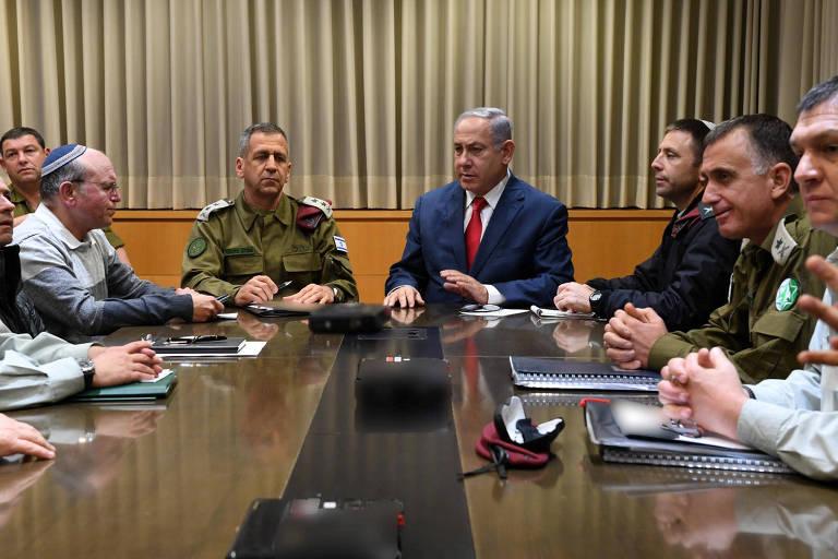 O premiê israelense, Binyamin Netanyahu, faz reunião extraordinária de segurança, em Tel Aviv