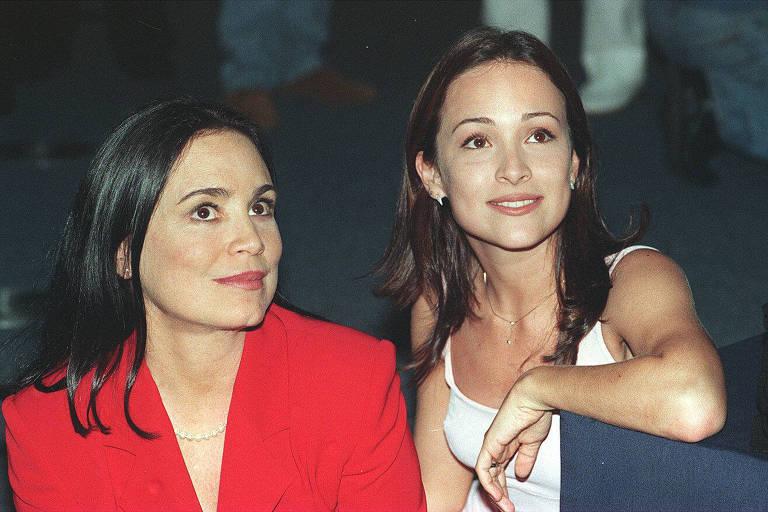 """As atrizes Regina [esq.] e Gabriela Duarte durante a apresentação da novela """"Por.Amor"""", em 1997"""