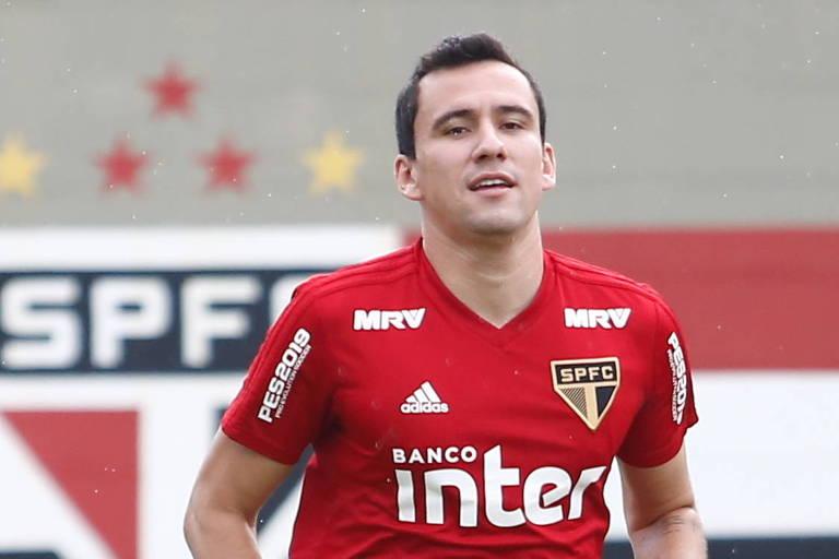 Pablo, jogador do São Paulo, antes do treino no CT da Barra Funda