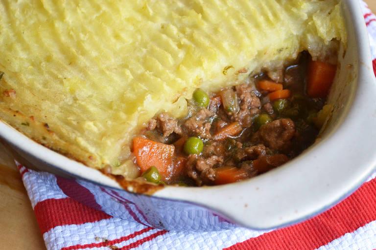 Escondidinho de carne tem receita inspirada em tradicional prato inglês