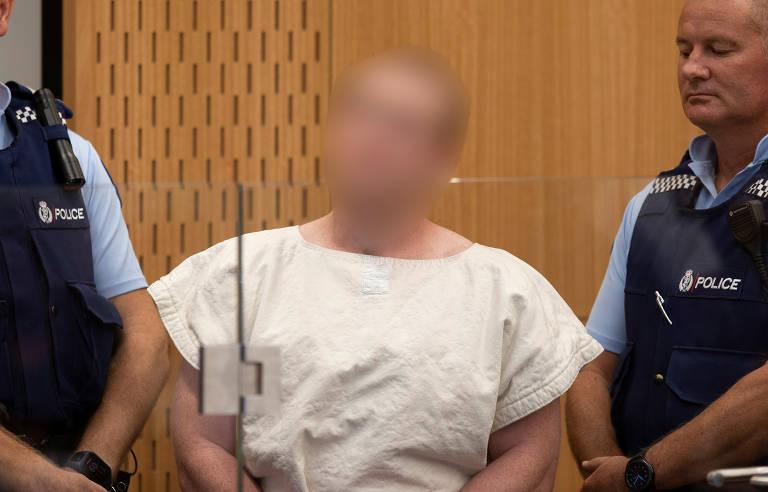 Atirador que abriu fogo em mesquita na Nova Zelândia, Brenton Tarrant é levado a tribunal; fotografias divulgadas trazem o rosto borrado por ordem judicial