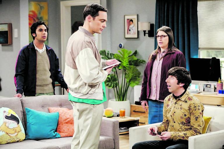 Da esq. para a dir., os personagens Raj, Sheldon, Amy e Howard em cena de episódio que vai ao ar neste domingo
