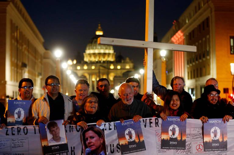 Protestos pelo mundo contra casos de abuso sexual na Igreja Católica