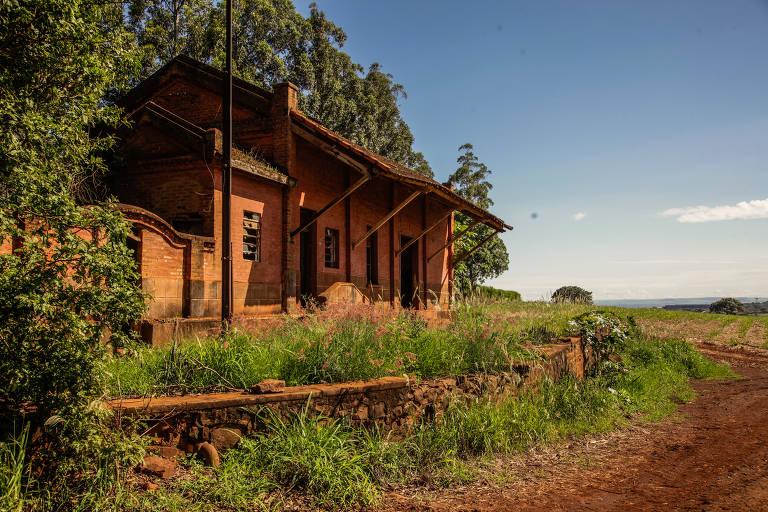 Estações ferroviárias abandonadas são ocupadas ilegalmente no interior