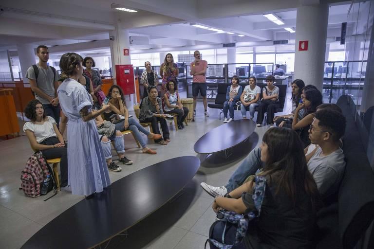 Estudantes e leitores na Folha