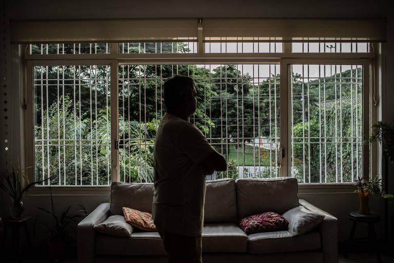 Retrato do fotógrafo que, em 2008 quando era fotógrafo do jornal carioca O Dia, foi torturado após uma reportagem sobre milicianos no Rio