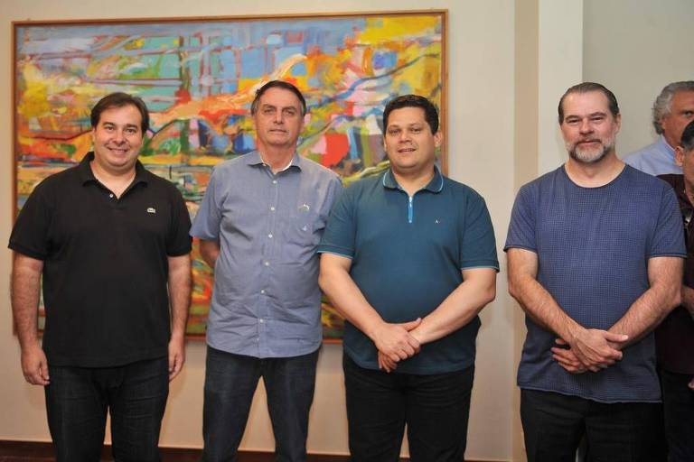 Bolsonaro, Moro e Toffoli vão a churrasco na casa de Rodrigo Maia