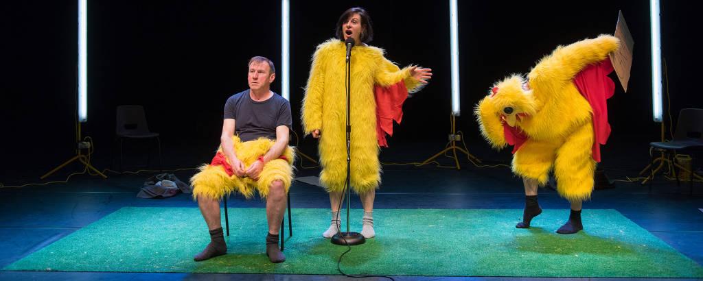 Cena do espetáculo 'Mágica de Verdade', do grupo inglês Forced Entertainment