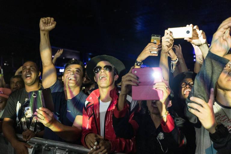 Hits e dança de The Jacksons fazem público esquecer polêmicas sobre Michael