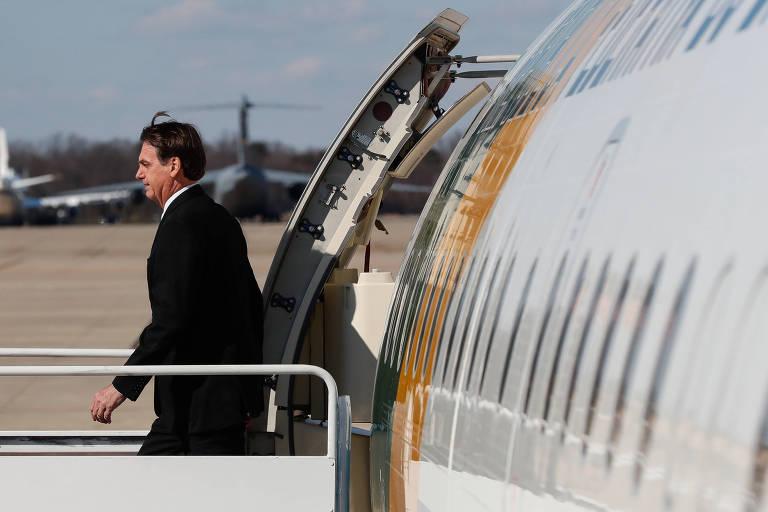 O presidente Jair Bolsonaro desembarca em base aérea próxima a Washington, nos EUA