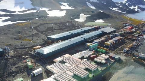 Vista aérea das novas instalações da Estação Comandante Ferraz, base brasileira na Antártida, cujas obras devem estar concluídas no final de março de 2019. As fotos foram tiradas no final de fevereiro. Essa estação substituiu a que pegou fogo em 2012