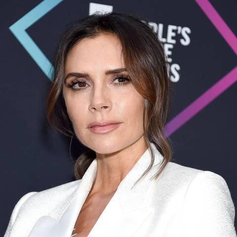 SANTA MONICA, CA - NOVEMBER 11: Victoria Beckham, recipient of the 2018 Fashion Icon Award, poses in the press room at the People's Choice Awards 2018 at Barker Hangar on November 11, 2018 in Santa Monica, California.   Gregg DeGuire/Getty Images/AFP