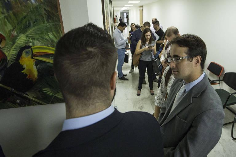 Assessores fazem fila na Assembleia para protocolar pedidos de CPI desde sexta (15)