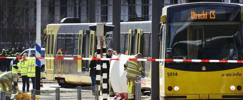 Police forces and emergency services stand at the 24 Oktoberplace in Utrecht, on March 18, 2019 where a shooting took place. - A gunman opened fire on a tram in the Dutch city of Utrecht on March 18, 2019, killing at least one person and wounding several in what officials said was a possible terrorist incident. (Photo by Robin van Lonkhuijsen / ANP / AFP) / Netherlands OUT ORG XMIT: 71282836