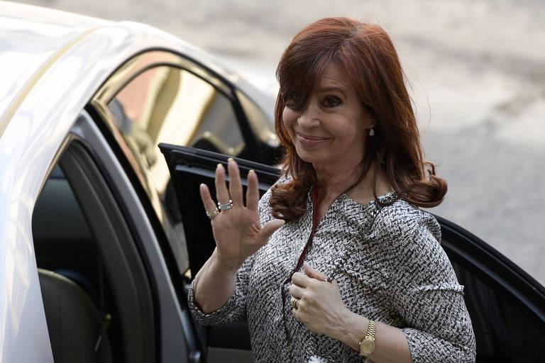 A ex-presidente argentina Cristina Kirchner deixa tribunal em Buenos Aires