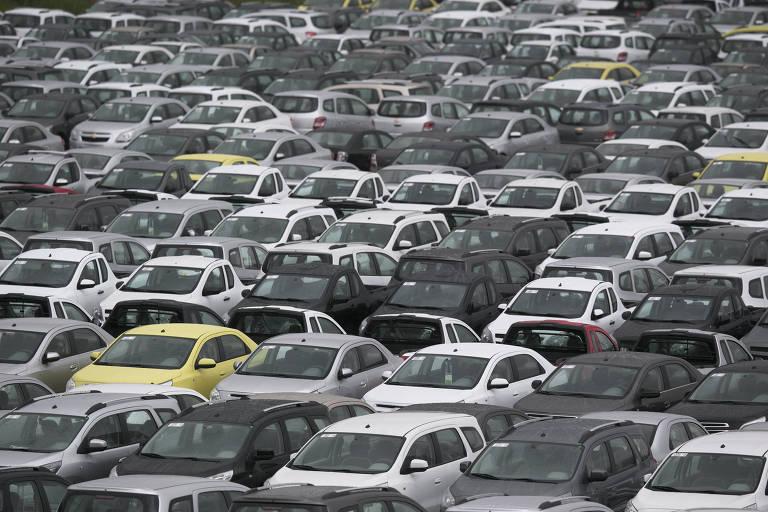 Carros no pátio da General Motors em São Bernardo do Campo, no ABC paulista