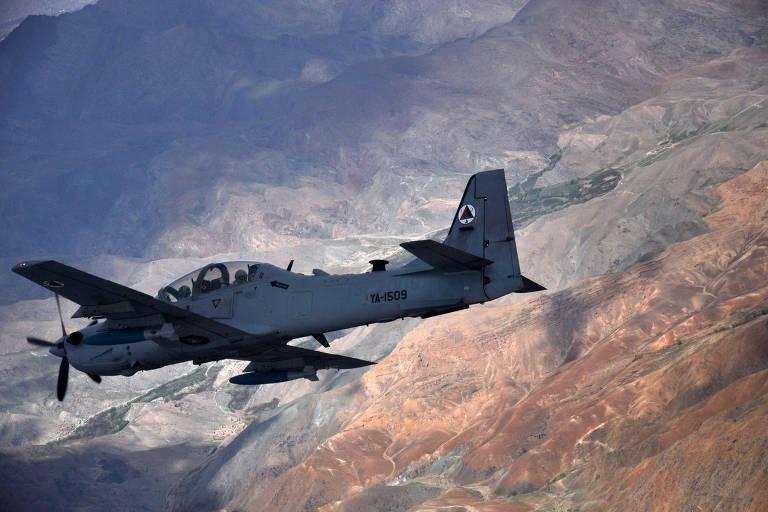 Super Tucano comprado pelos EUA em treinamento da Força Aérea do Afeganistão