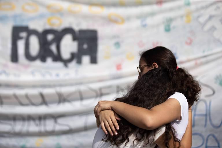 Escola Raul Brasil reabre após massacre