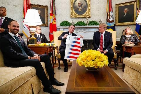 Ernesto Araújo teve chilique por participação de Eduardo Bolsonaro em encontro com Trump
