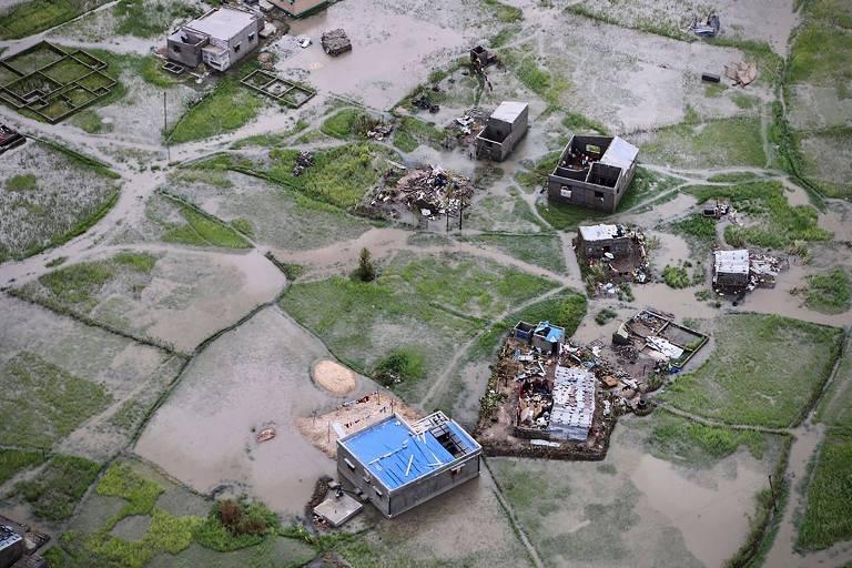Fortes chuvas após ciclone dificultam resgates em Moçambique