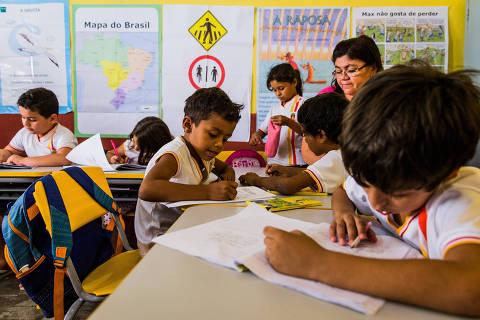 SOBRAL, CE, BRASIL, 06-11-2015: OBQDC - BRASIL QUE DA CERTO. Alunos da Escola Massilon Saboia que tem nota 8 no IDEB. Os resultados da cidade de Sobral no interior do Ceara sao impressionantes. Entre todas as escolas do Brasil que atendem alunos pobres e possuem mais de 90 alunos, as 11 melhores estao na cidade (considerando as notas do Ideb 2013, no 5º ano do fundamental). Tambem ha destaques quando analisadas as notas dos alunos do fim do ensino fundamental (9º ano). (Foto: Eduardo Anizelli/Folhapress, ESPECIAL) ***EXCLUSIVO***