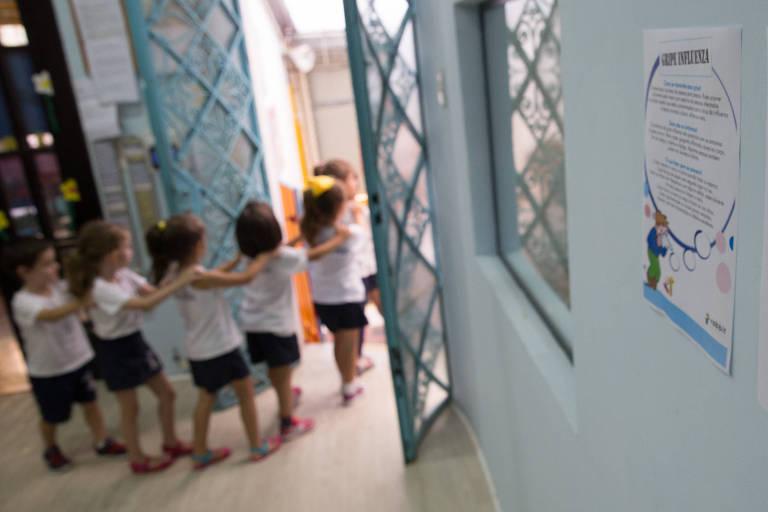 Crianças em escola de educação infantil em São Paulo