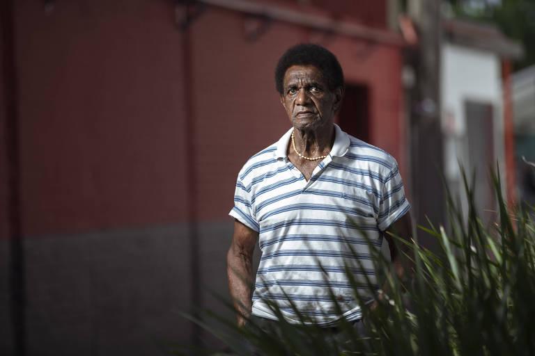 Silva posa para a Folha na Gávea, sede social do Flamengo, clube pelo qual jogou e onde trabalha atualmente