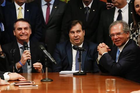Governo busca apoio de centrão para enviar proposta de criação de novo imposto