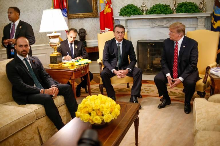 0O presidente dos Estados Unidos, Donald Trump, recebe o presidente do Brasil, Jair Bolsonaro, e o presidente da Comissão de Relações EXteriores da câmara dos deputados, Eduardo Bolsonaro, na Casa Branca