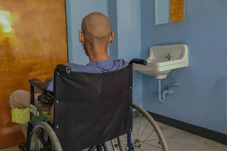 Falta de reagentes deixa venezuelanos doentes sem diagnóstico de Aids
