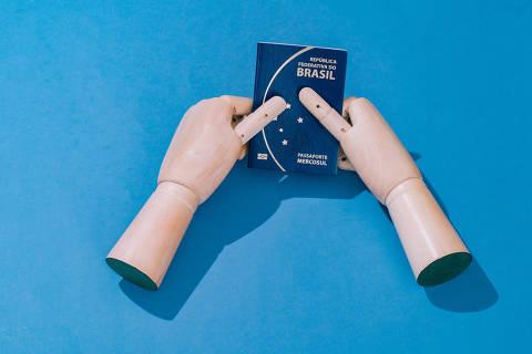 São Paulo, SP, Brasil, 21-02-2019: Passaporte brasileiro com brasão do Mercosul. (foto Gabriel Cabral/Folhapress)