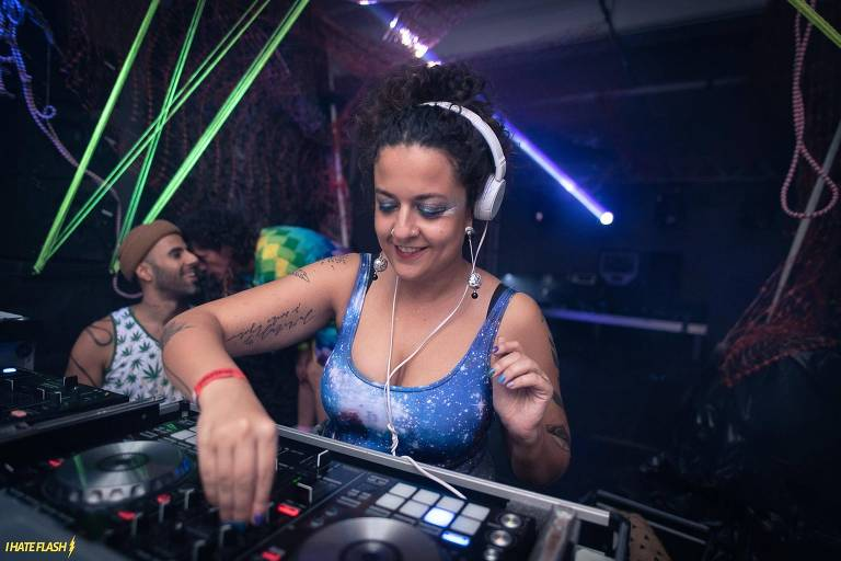 DJ Lia Macedo, uma das mulheres que tocam na Pilantragi no sábado (23)