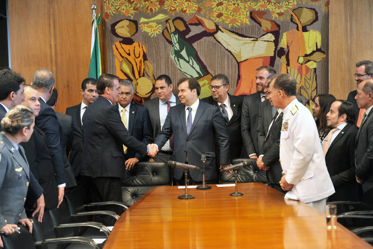 Bolsonaro entrega proposta de reforma da Previdência dos militares