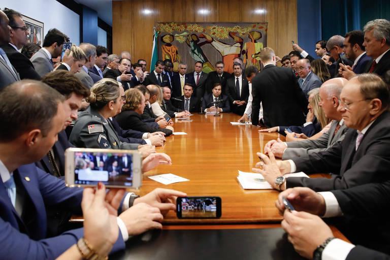 Bolsonaro entrega proposta para Previdência dos militares
