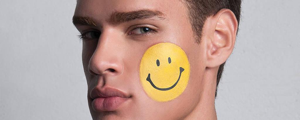 Coleção da grife italiana Moschino feita em parceria com a Smiley Company, dona dos direitos da carinha amarela sorridente