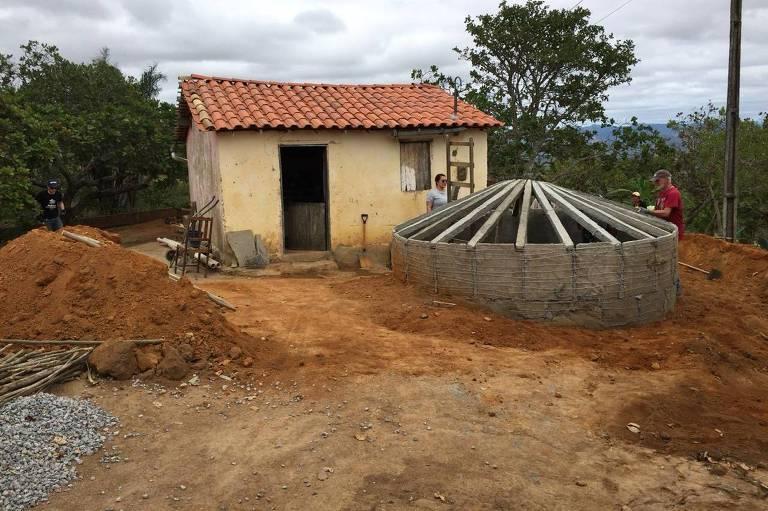 Cisterna em construção nesta semana, no município de Riacho das Almas (PE)