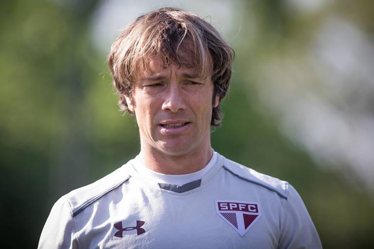 Diego Lugano participa de treino do São Paulo, em 2017; campeão paulista em 2005, o ex-zagueiro crê que a luta pelo fim do jejum seja o suficiente para motivar os jogadores
