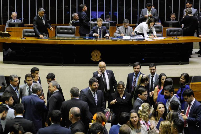 Plenário da Câmara dos Deputados durante sessão. Parlamentares aprovaram projeto que isenta partidos políticos de multas e penalidades por infrações da legislação eleitoral