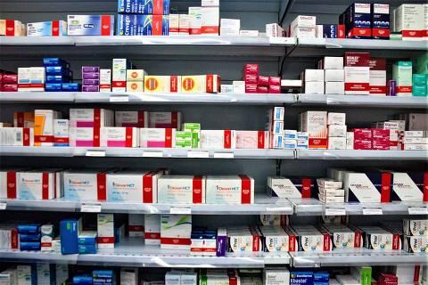 SÃO PAULO, SP, 12.03.2018 - Com base na inflação de fevereiro divulgada nesta sexta-feira (09) pelo IBGE, a Associação da Indústria Farmacêutica de Pesquisa, estima que o índice máximo de reajuste dos medicamentos ficará em 2,84%. Vista interna de farmácia da região centro-sul da cidade de São Paulo (SP). (Foto: Adriana Toffetti/A7 Press/Folhapress)