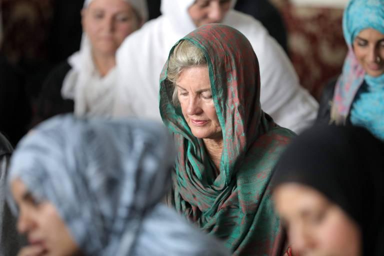 Mulheres usam véus para homenagear muçulmanos na Nova Zelândia