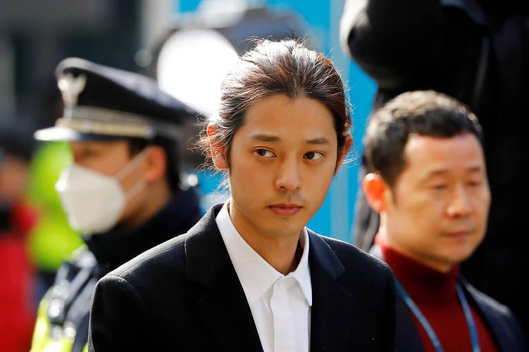 O cantor sul-coreano Jung Joon-young chega para depor sobre acusações de ter filmado e enviado, sem autorização, vídeos sexuais de mulheres