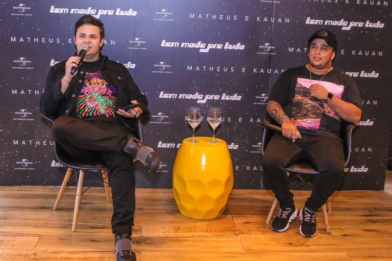 A dupla Matheus e Kauan durante a coletiva de imprensa do novo projeto