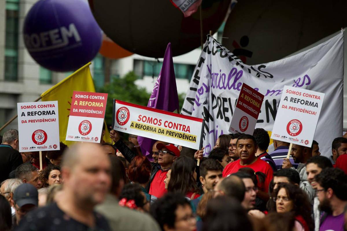 Resultado de imagem para manifestação contra a reforma da previdencia 2019