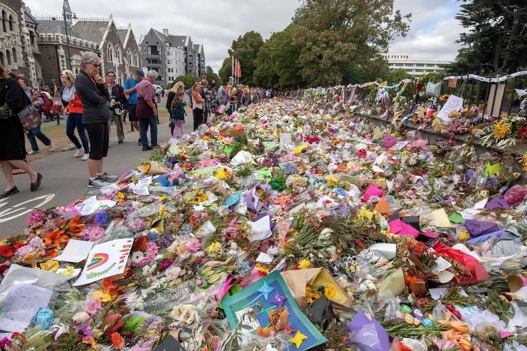 Neozelandeses fazem homenagem às vítimas de ataque a duas mesquitas em Christchurch