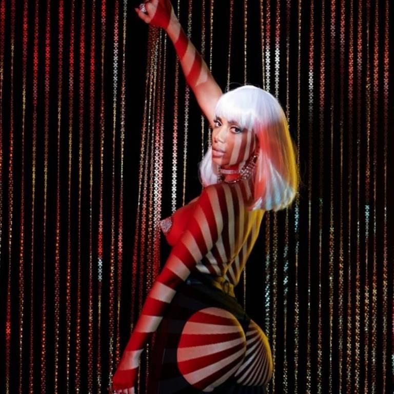 Anitta e suas versões para 'Kisses'