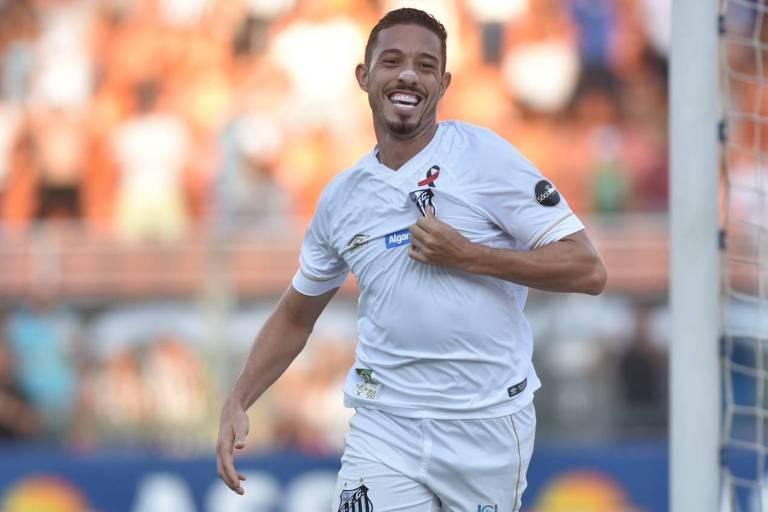 Jean Mota comemora após fazer gol em partida do Santos pelo Paulista  em treino do Santos