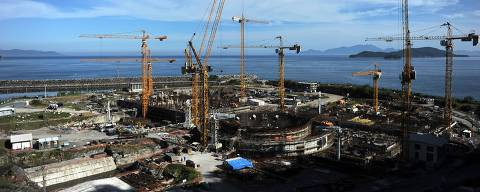 (FILE) Aerial picture of the Angra 3 nuclear plant under construction in Angra dos Reis, south of Rio de Janeiro, Brazil, on April 14, 2011. The president of the nuclear power company Eletronuclear, subsidiary of Brazilian state-run power group Eletrobras, Othon Luiz Pinheiro da Silva, and the president of AG Energy at Andrade Gutierrez, Flavio David Barra, were arrested on July 28, 2015 in a wide corruption probe, after judge Sergio Moro ordered them to be remanded in custody. Pinhero da Silva is suspected of taking more than a million US dollars in bribes from construction companies during the tender for the construction of the Angra 3 Nuclear Power Plant.  AFP PHOTO / VANDERLEI ALMEIDA ORG XMIT: VAN701