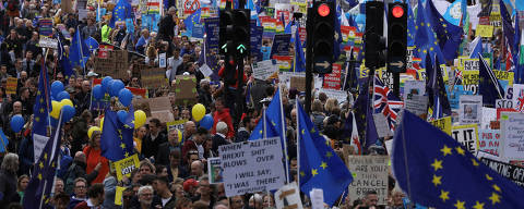EU supporters, calling on the government to give Britons a vote on the final Brexit deal, participate in the 'People's Vote' march in central London, Britain March 23, 2019. REUTERS/Kevin Coombs ORG XMIT: KJC
