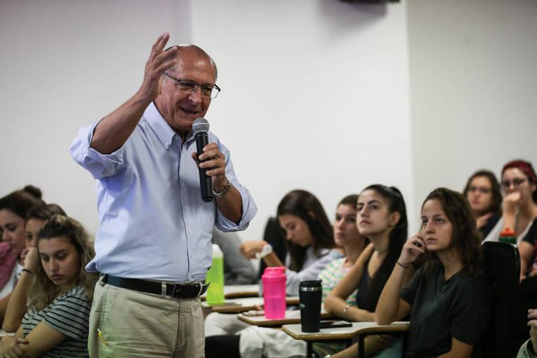 O ex-governador Geraldo Alckmin dá aula magna no curso de medicina da Uninove, em Osasco (SP). Ele é presidente nacional do PSDB