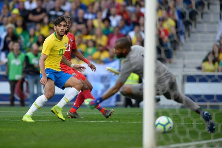 O meia Lucas Paquetá marca o único gol do Brasil em amistoso contra o Panamá